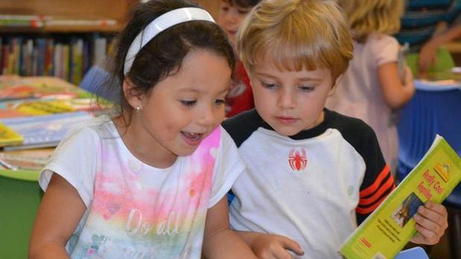 Trẻ Ireland cải thiện kỹ năng đọc trong dịch Covid-19