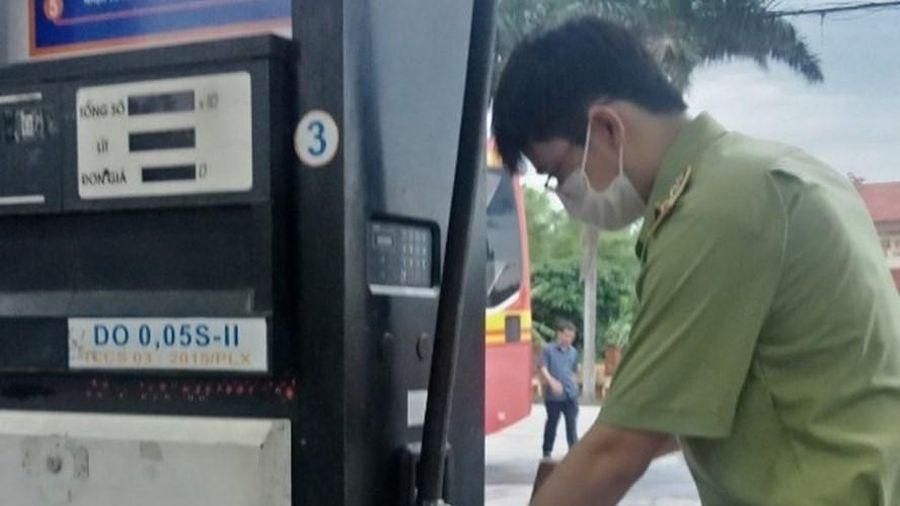 Tập đoàn Xăng dầu Việt Nam thông tin về việc dầu lẫn nước tại một cửa hàng ở Nam Định