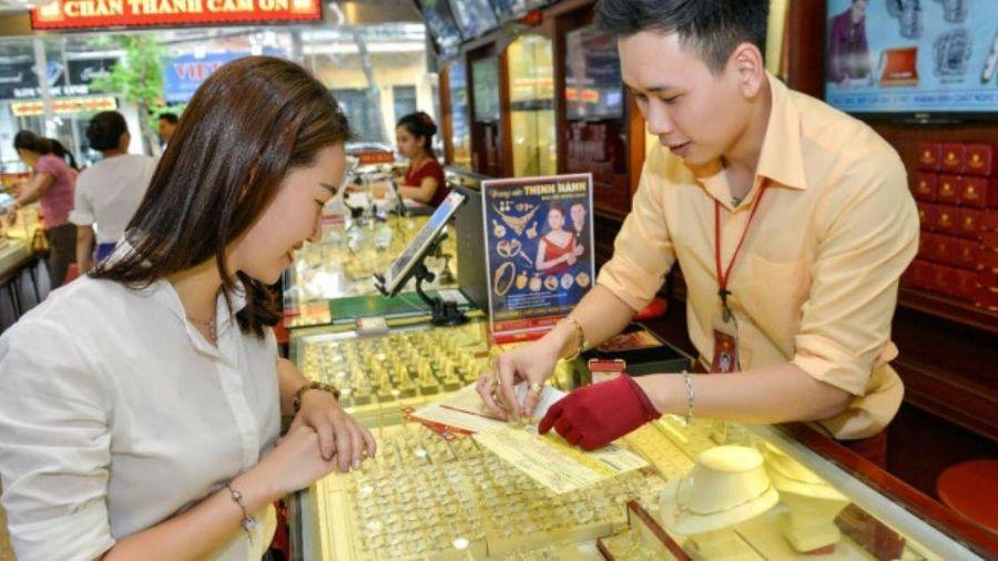 Giá vàng hôm nay 8/5: Tăng mạnh, vàng trong nước vượt mốc 56 triệu?