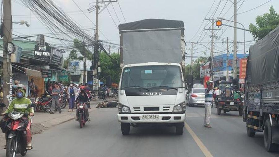 Bình Dương: Ngã xuống đường bị xe tải tông trúng, người đàn ông tử vong tại chỗ