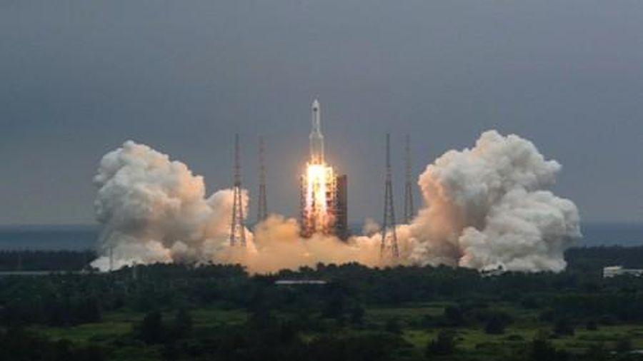 Tên lửa khổng lồ của Trung Quốc sắp rơi, các chuyên gia nhận định mức độ nguy hiểm nhỏ