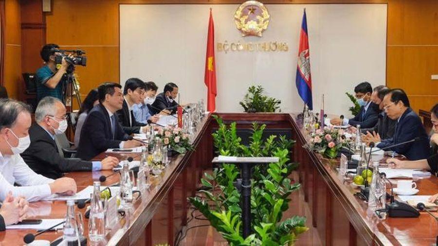 Kim ngạch thương mại giữa Việt Nam và Campuchia tăng gấp 3 lần