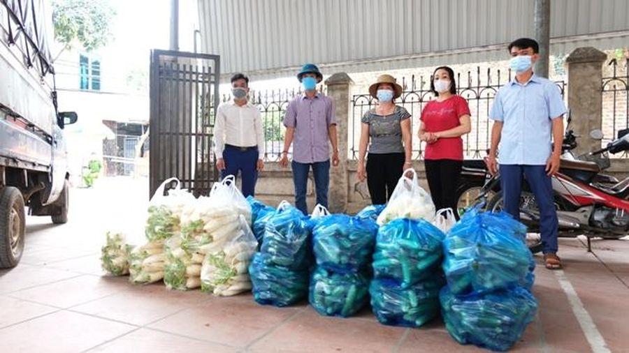 Hỗ trợ gần 1 tấn nông sản cho người dân vùng cách ly phòng dịch Covid-19 tại huyện Sóc Sơn