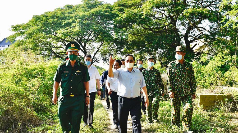 Thủ tướng kiểm tra công tác phòng chống dịch tại biên giới Tây Nam