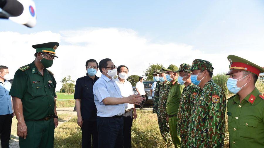 Thủ tướng thị sát biên giới Tây Nam, đốc thúc chống dịch, động viên lực lượng tuyến đầu