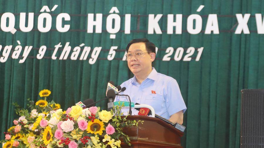 Chủ tịch Quốc hội Vương Đình Huệ tiếp xúc cử tri tại TP Hải Phòng