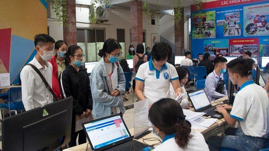 Tuyển sinh 2021: Để các cơ sở giáo dục đại học không bị 'tuýt còi'