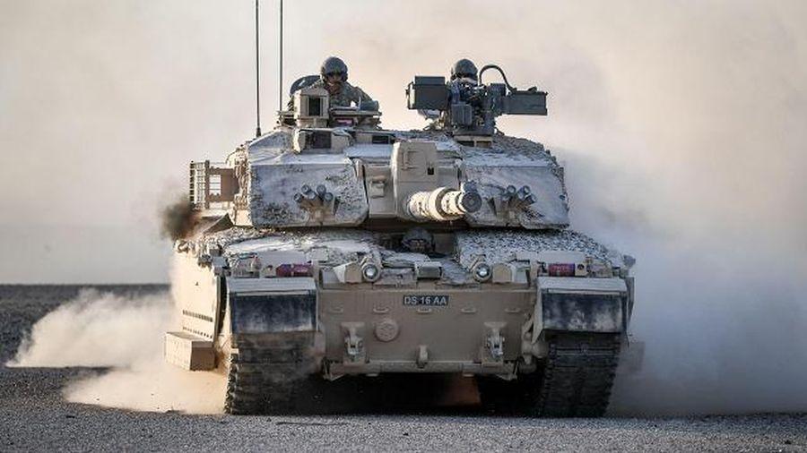 Anh triển khai 50 xe tăng tới gần biên giới Nga?