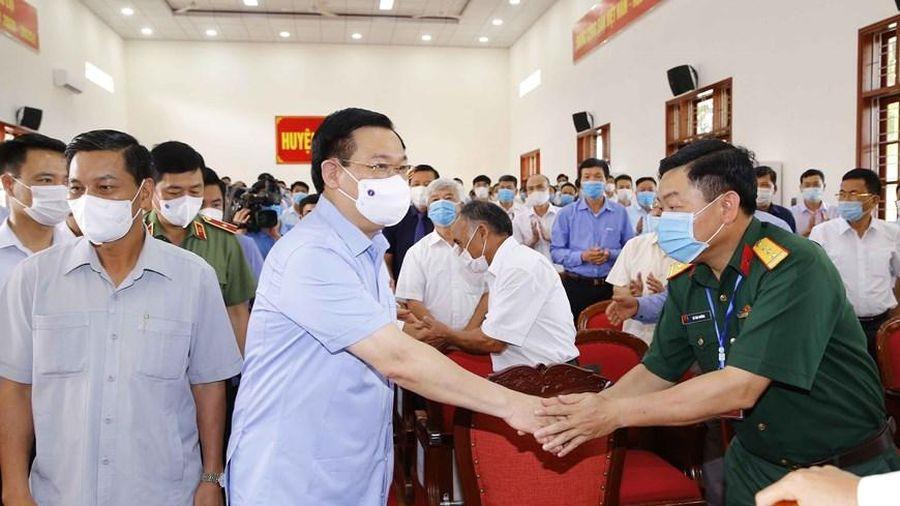 Chủ tịch Quốc hội Vương Đình Huệ tiếp xúc cử tri tại Hải Phòng