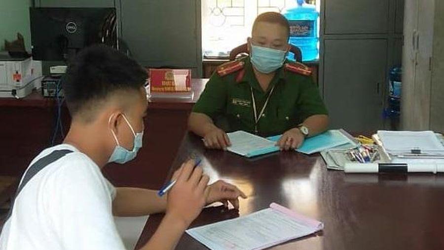 Nam thanh niên không đeo khẩu trang điều khiển xe máy 'thông chốt' kiểm soát dịch bệnh