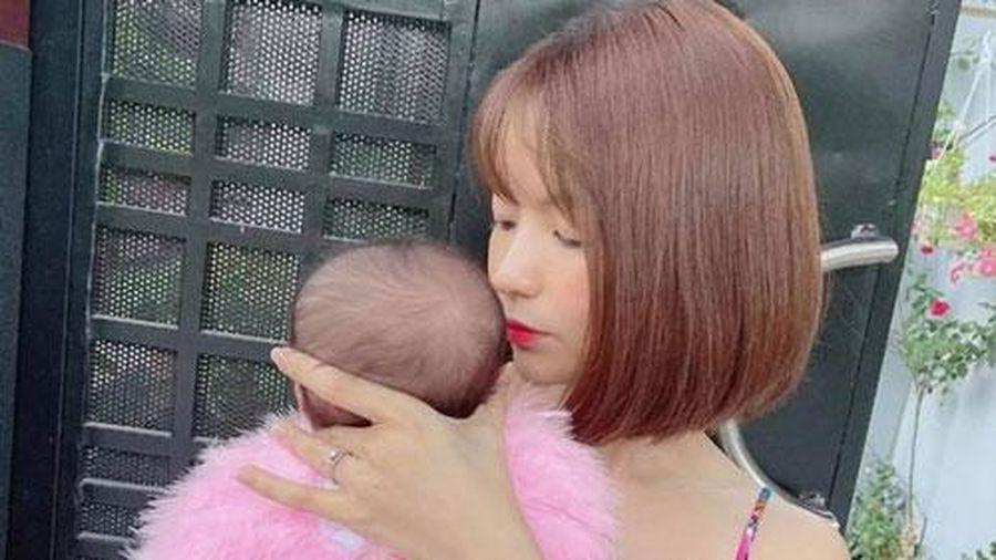 Mạc Văn Khoa thưởng 20 triệu tìm kẻ chê bai ngoại hình con gái, bà xã bỗng có động thái đáng chú ý nhằm bảo vệ bé