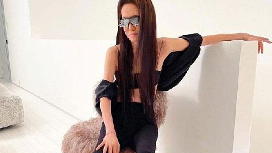 U80 Vera Wang gây ngỡ ngàng vì vòng eo và đôi chân dài 'siêu thực', nhìn cách ăn mặc 'hack tuổi' lại càng phải trầm trồ
