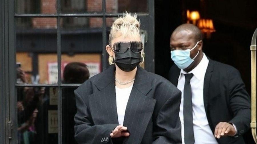 Miley Cyrus lên đồ phong cách đến buổi tổng duyệt Saturday Night Live