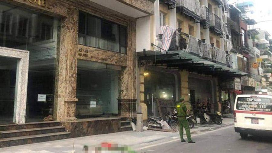 Điều tra nguyên nhân một người đàn ông nhảy lầu trên phố Gia Ngư