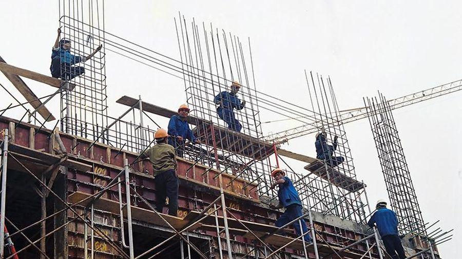 Giá thép tăng vọt, nhiều nhà thầu xây dựng lao đao