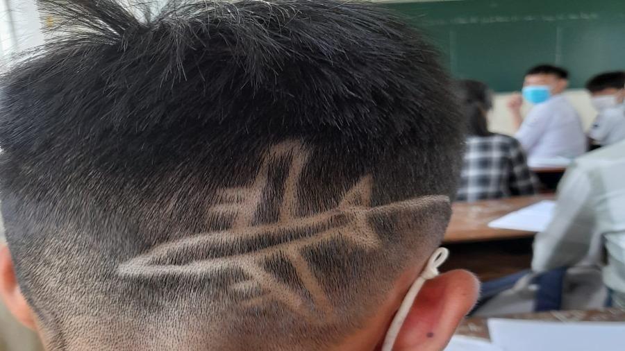 Cắt tóc kiểu 'không đụng hàng' đi học và cái kết không ngờ