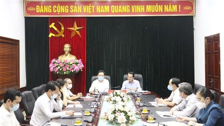 Chủ nhiệm Ủy ban Kiểm tra Thành ủy Hoàng Trọng Quyết kiểm tra công tác bầu cử ở Gia Lâm