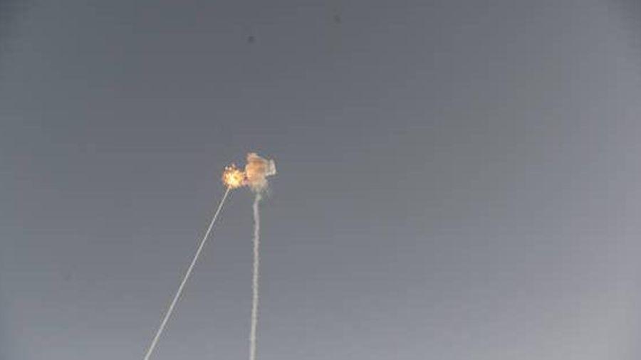 Israel hứng 'mưa rốc-két' từ dải Gaza, 12 người thương vong