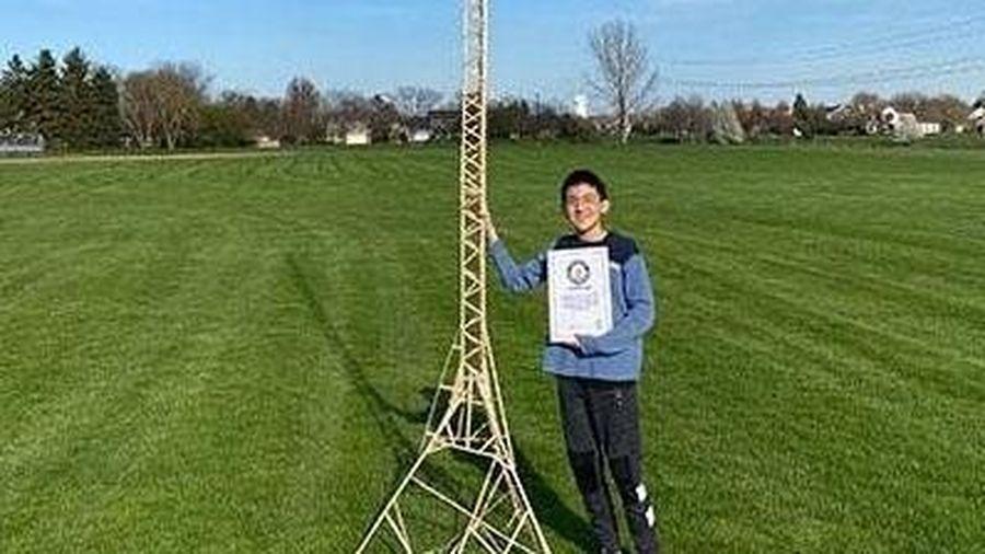 Cậu bé 12 tuổi lập kỷ lục Guinness thế giới từ những que kem