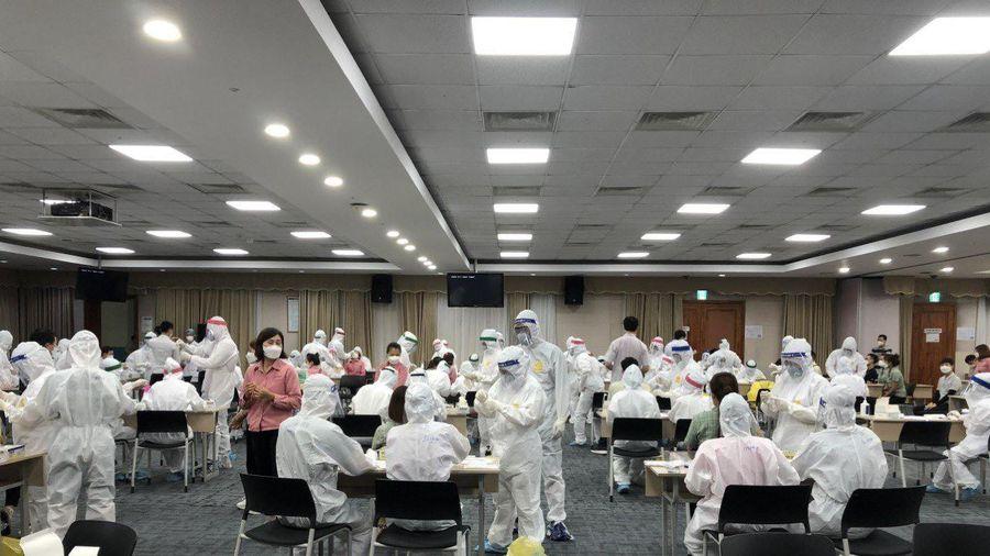 Hai công nhân dương tính với SASR-CoV-2, Công ty Samsung xét nghiệm trong đêm