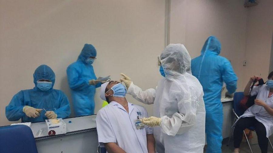 TP Hồ Chí Minh khẩn cấp lấy mẫu xét nghiệm tất cả bệnh viện