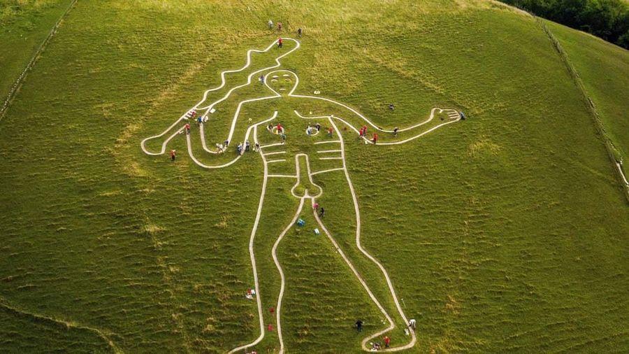 Hé lộ bí mật hình vẽ người khổng lồ nhìn rõ từ trên cao ở Anh