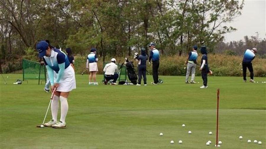 Hà Nội tạm đóng sân golf, thể thao đông người sau vụ việc của BN3634