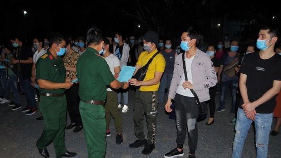 Bạc Liêu: Trao giấy chứng nhận cho 343 công dân hoàn thành cách ly