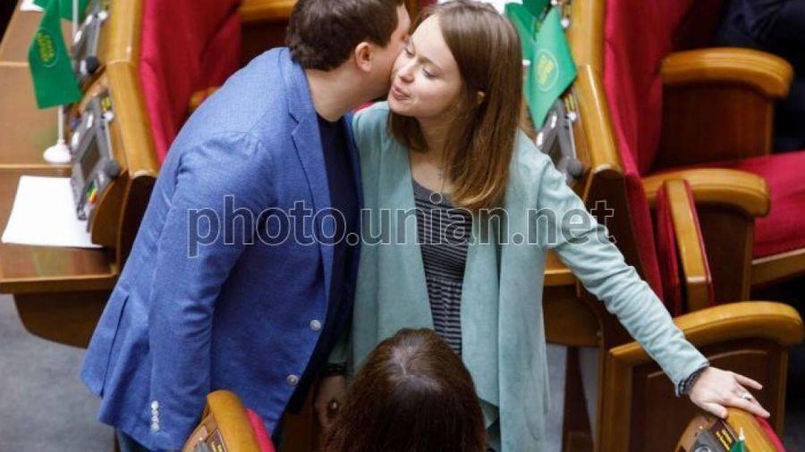 Nữ đại biểu 9X Yasko kêu gọi Mỹ trang bị 'tận răng' cho quân đội Ukraine