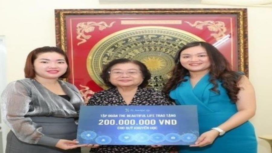 1 công ty tặng 200 triệu đồng cho Quỹ học bổng Vừ A Dính