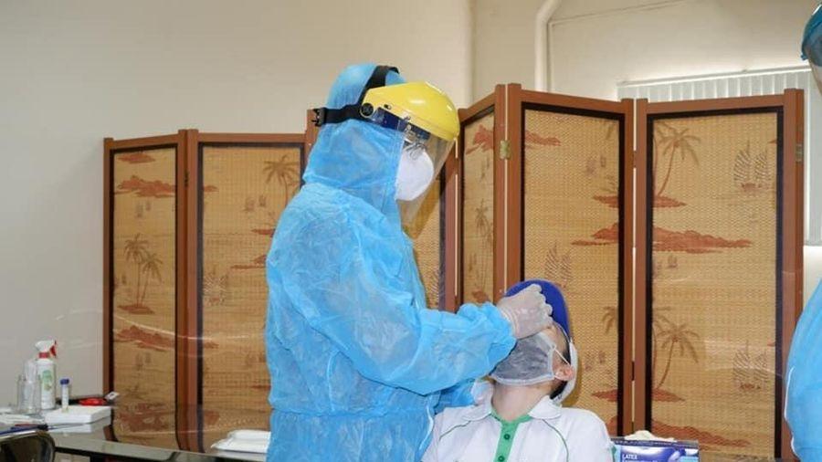 TP.HCM lấy mẫu xét nghiệm COVID-19 công nhân ở khu công nghiệp