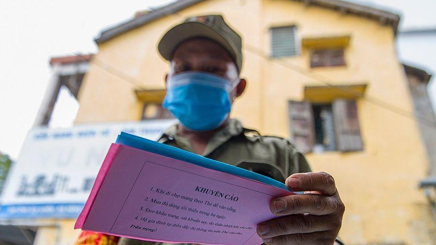 TP Bắc Ninh phát thẻ đi chợ cho người dân