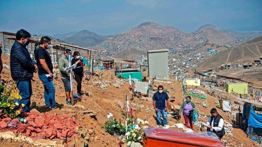 Người Peru vật lộn tìm đất chôn thân nhân chết vì Covid-19