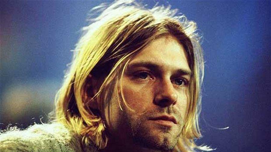 6 sợi tóc của ca sĩ quá cố được bán với giá 14.145 USD