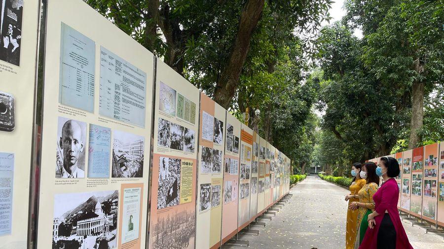 Trưng bày 'Học tập và làm theo tư tưởng, đạo đức, phong cách Hồ Chí Minh': Hơn 300 hình ảnh, tài liệu giá trị