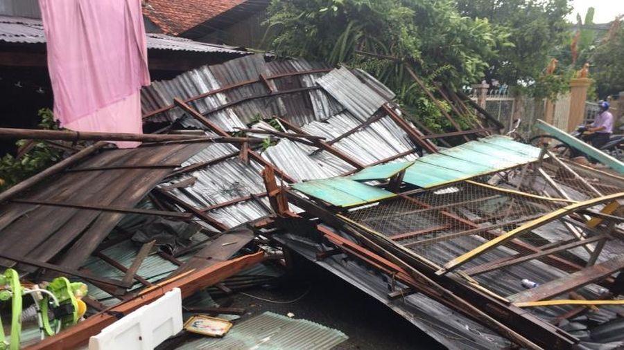 Mưa dông làm 35 căn nhà bị sập, tốc mái ở An Giang