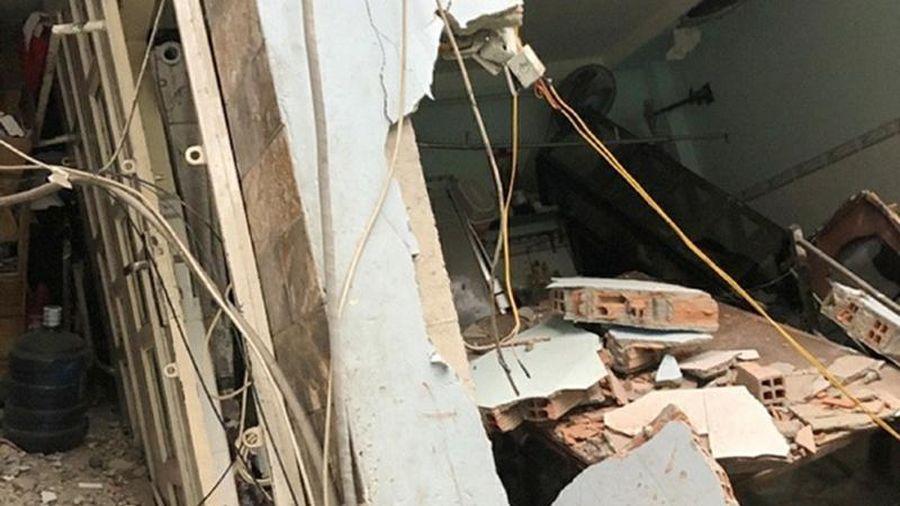 Điều tra nguyên nhân vụ lún, sập tám căn nhà ven kênh