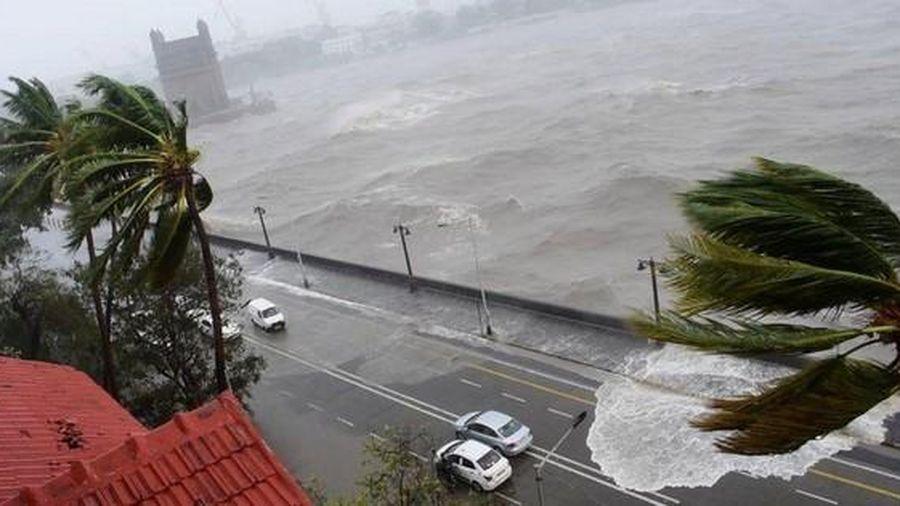 Chưa hết 'khốn khổ' vì COVID-19, Ấn Độ tiếp tục hứng thêm siêu bão