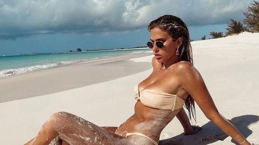 Mẫu nội y Kara Del Toro nóng bỏng 'nghẹt thở' với áo tắm
