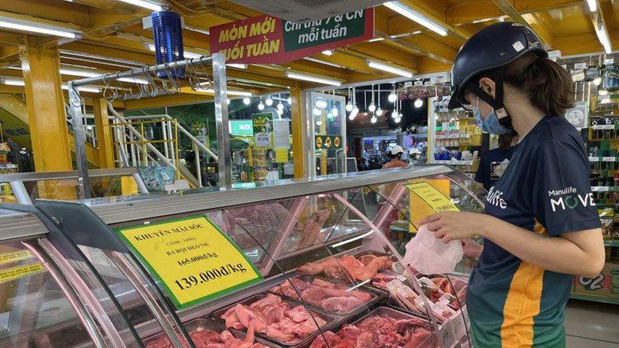 Giá thịt heo giảm mạnh tại chợ đầu mối, chợ lẻ giảm nhỏ giọt
