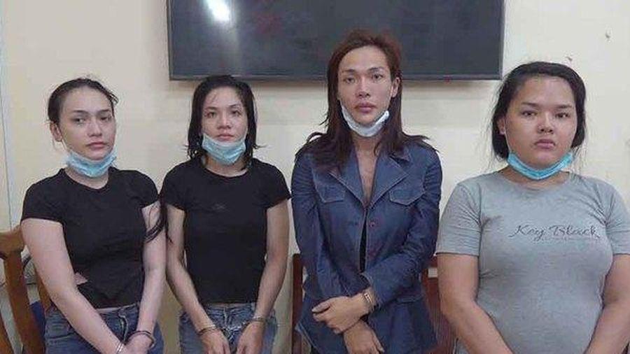 Nhóm chuyển giới gạ du khách vui vẻ rồi móc túi ở Sài Gòn