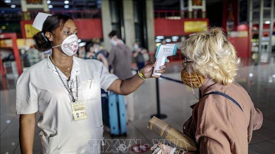 Cuba bắt đầu tiêm vaccine cho lao động ngành du lịch