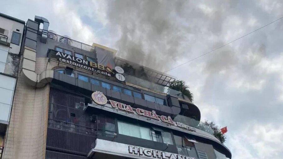Hà Nội: Cháy tại tầng 6 tòa nhà 'hàm cá mập' khiến nhiều người sợ hãi