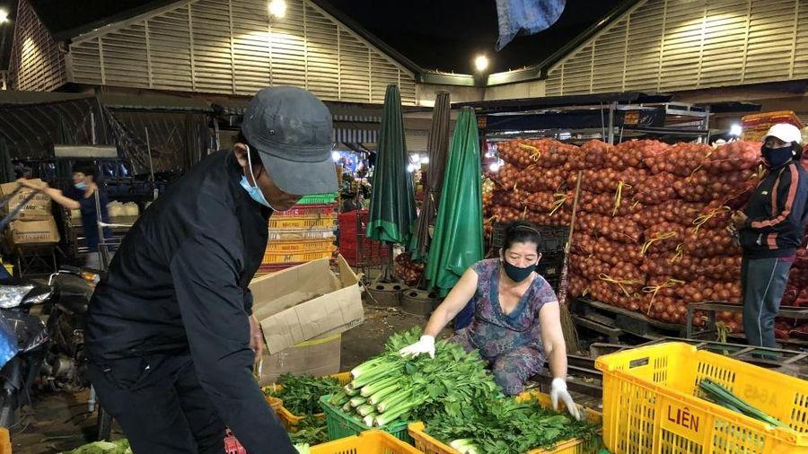 Giá thực phẩm ngày 18/5: Giá rau củ quả quay đầu giảm mạnh