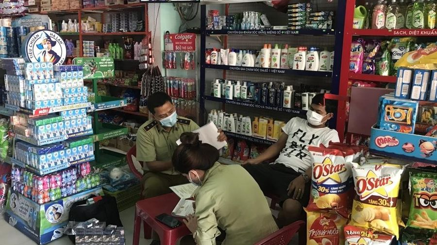 Liên tiếp bắt giữ các vụ kinh doanh thuốc lá giả tại cửa hàng tạp hóa