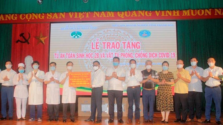 Trao tặng thiết bị, vật tư phòng, chống dịch COVID-19 cho Bệnh viện đa khoa Thanh Hóa
