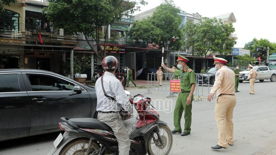 Bắc Giang: Hàng trăm công an cắm chốt kiểm soát dịch