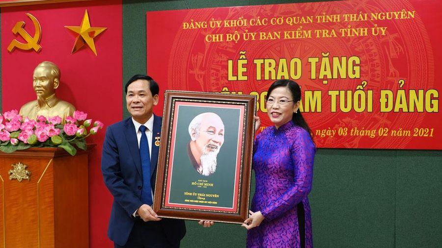 972 đảng viên được trao tặng, truy tặng Huy hiệu Đảng dịp 19-5