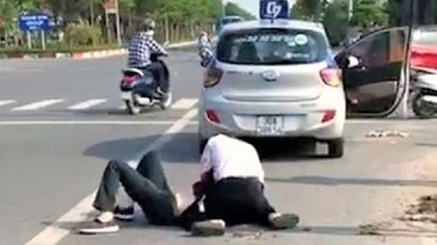 Tìm được người giúp tài xế taxi bắt cướp trên đường Cienco5
