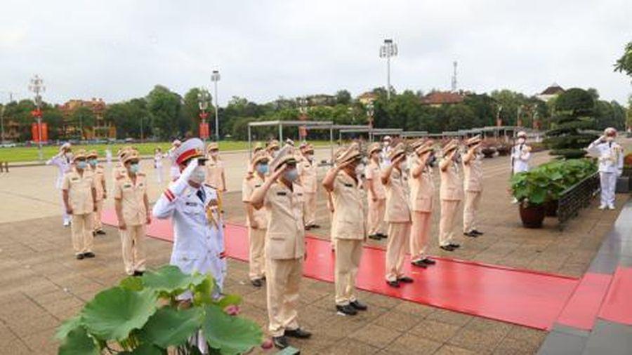 Đoàn đại biểu Đảng ủy Công an Trung ương vào Lăng viếng Chủ tịch Hồ Chí Minh